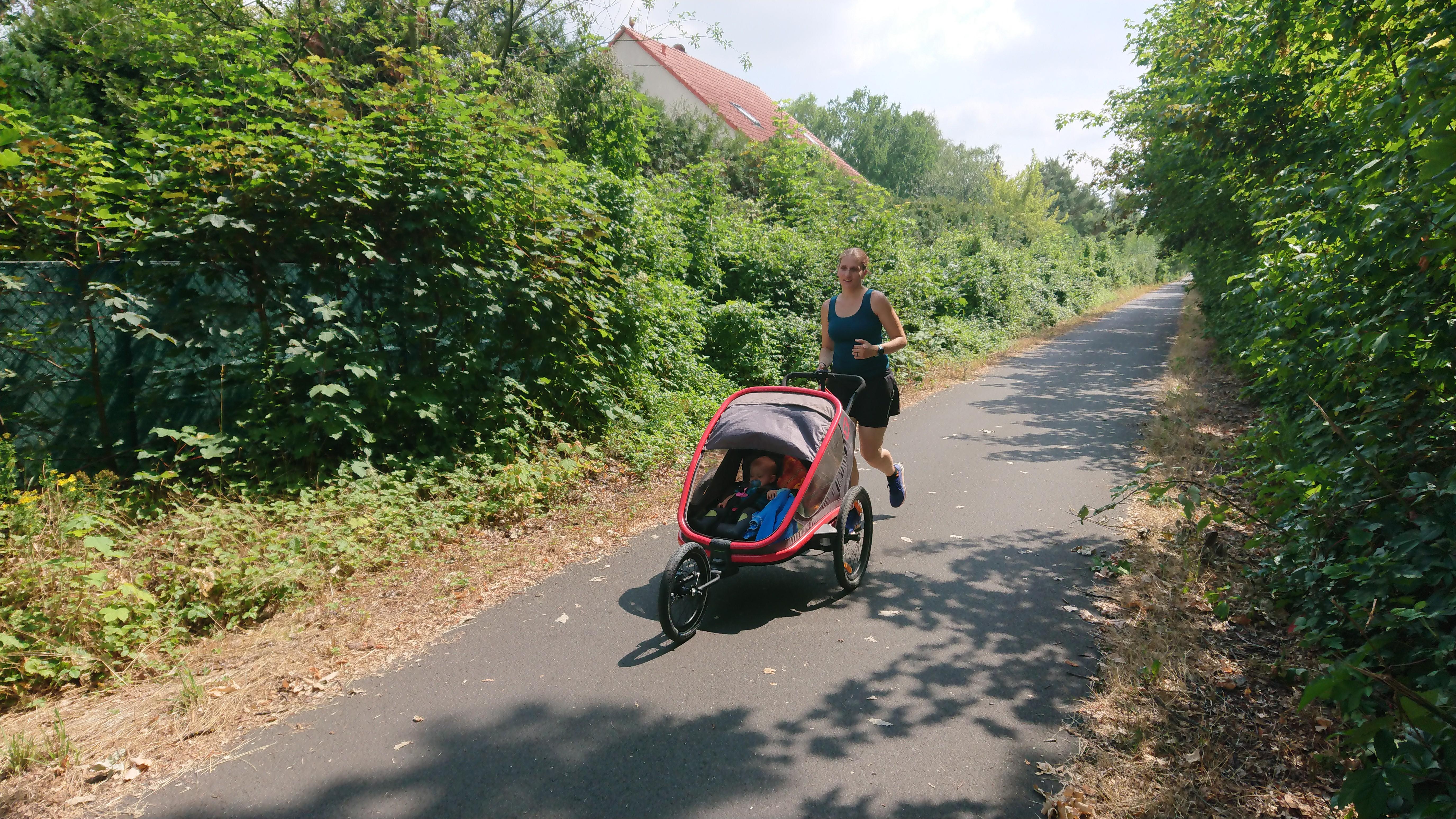 Hamax Outback im Einsatz - Joggen und Walken mit Baby