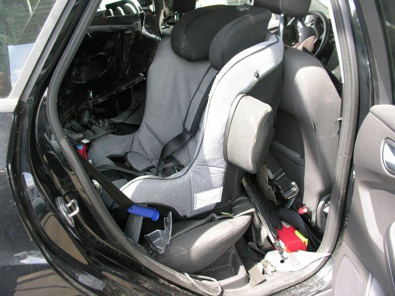 """Unfall mit Kleinkind im Auto - """"plötzlich hat's geknallt"""""""