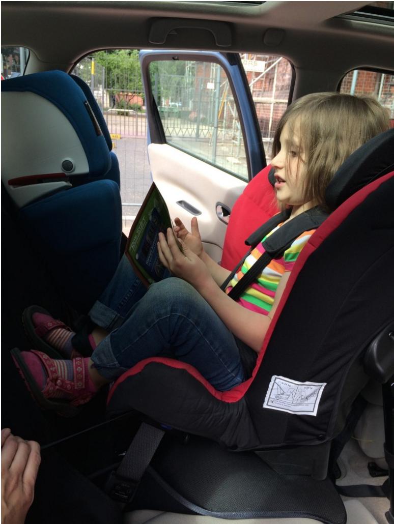 Große Kinder, lange Beine - zufrieden im Reboarder